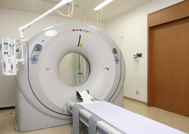 福岡でインプラントなら【HANAデンタルクリニック】〜最新歯科用CTの設備で安全な手術〜